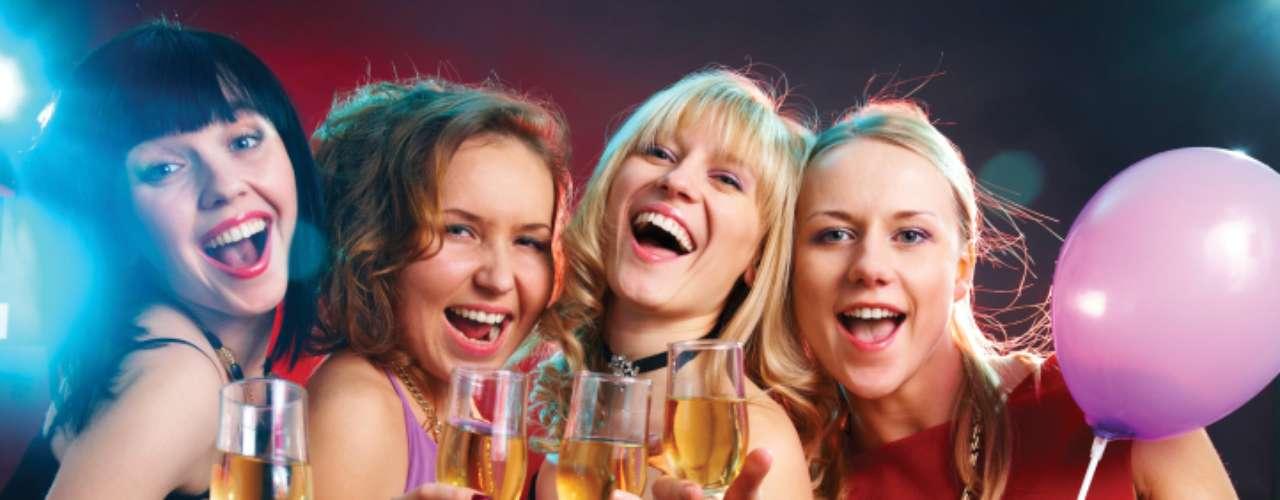 Você gosta de festas: a maioria dos homens não leva a sério uma mulher que gosta de sair para festas e baladas todas as noites. Não há nada de errado  em se divertir, mas quando você tem um homem em casa que quer passar mais tempo com você, a festa não é uma boa opção. Sair com suas amigas de vez em quando é ótimo, assim como ele deve sair com os amigos também. O tipo de saída e a frequência não devem comprometer a quantidade de tempo que vocês gastam um com o outro. No casamento, você precisa encontrar um equilíbrio entre estar junto com ele e estar com os outros