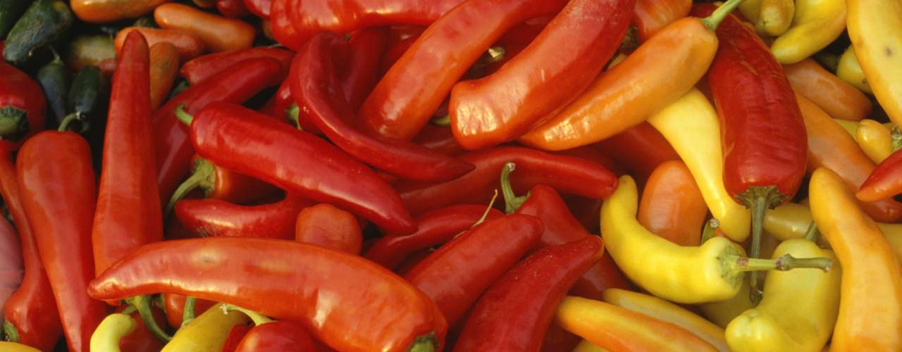2. Pimenta chili: pode irritar o esôfago e causar desconforto. Também é um problema para quem sofre da síndrome do intestino irritável ou de azia crônica, disse Tim McCashland, gastroenterologista da University of Nebraska Medical Center