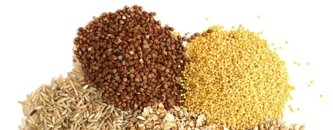 12. Grãos integrais: grãos integrais, como arroz e aveia, são boas fontes de fibra, que ajudam na digestão. \