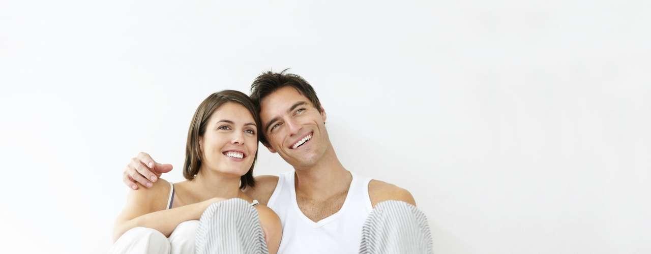 Pensar no passado e no futuro - Uma das maneiras de superar uma infidelidade é lembrar os motivos que possibilitaram a união, como a época do namoro, como foi o casamento, como eram naquela época. E depois, pensar sobre como seria o futuro ideal do casal, incluindo como seria a vida na terceira idade, os planos e viagens que seriam feitos