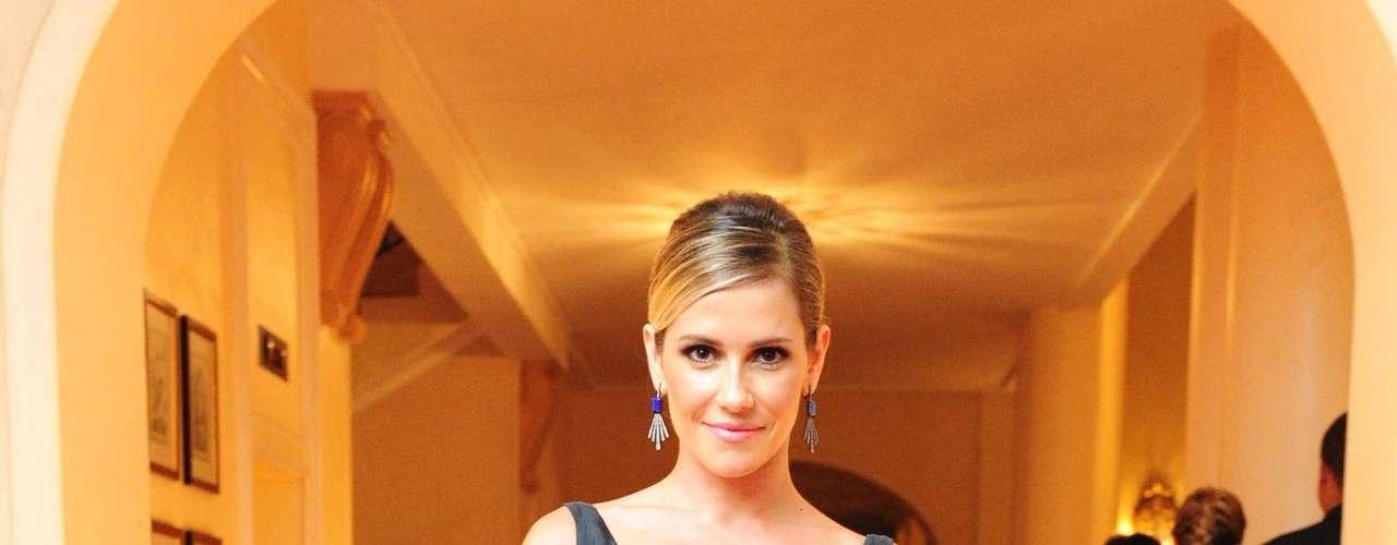 Diariamente, a atriz da TV Globo passa duas horas na academia para manter o corpo torneado