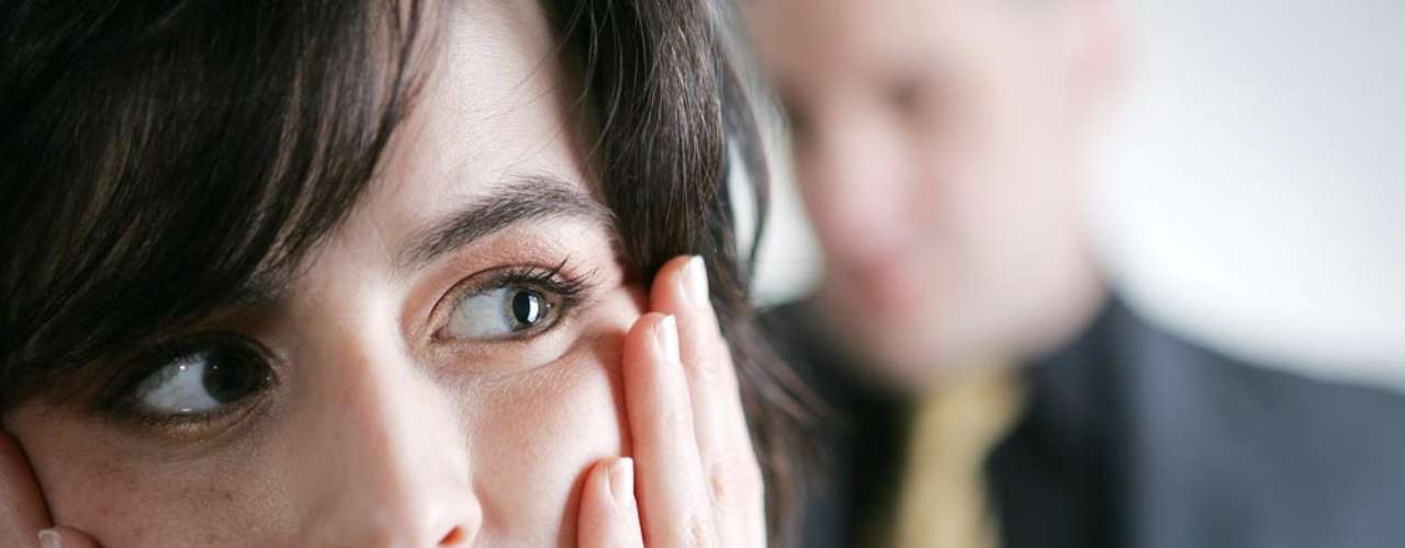 Encarar os sentimentos - Quando se está magoado, a tendência é a de culpar, brigar, fugir ou ficar buscando explicações. Pois vivenciar a dor pode ajudar a superá-la, segundo a especialista Laurie Moore