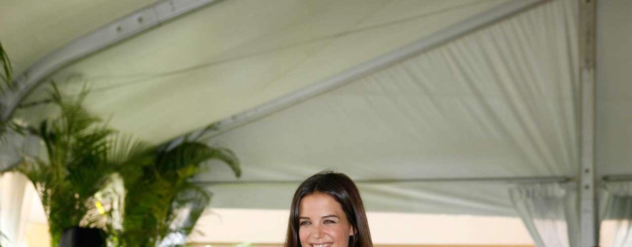 """Aos 33 anos, Katie Holmes mantém a beleza jovial da adolescência quando atuava no seriado """"Dawson´s Creek"""""""