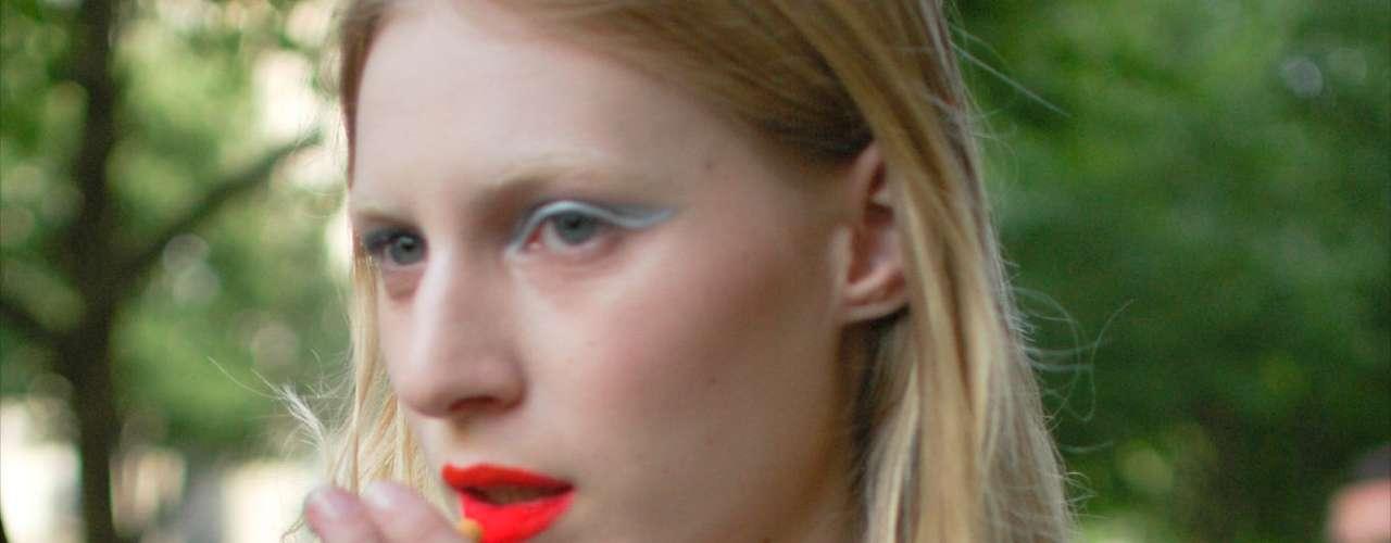 Julia Nobis ainda com a maquiagem do desfile Dior