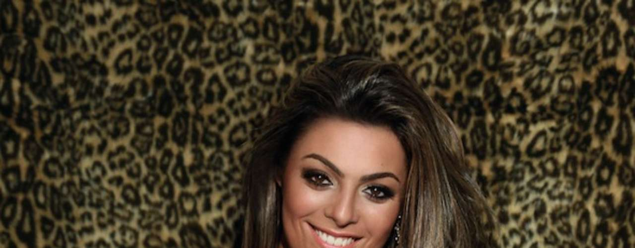 No Big Brother Brasil Monique Amin, 24 anos, estava sempre reclamando do corpo. Mas depois de sair da casa ela virou o jogo e enfrentou o bisturi para mudar isso. Recorde de vendas da revista Sexy em 2012, Monique fez quatro cirurgias de uma vez. \