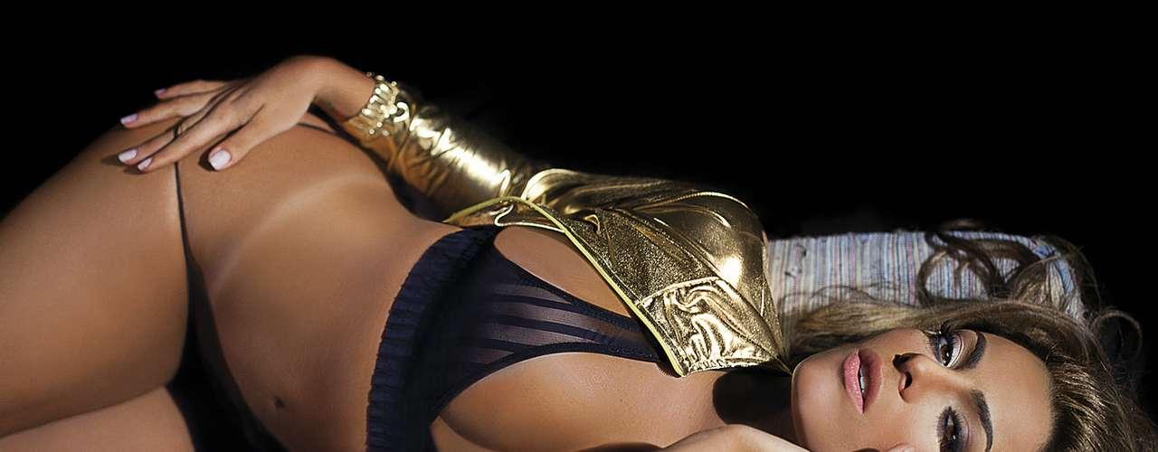 Recorde de vendas da revista 'Sexy' em 2012, Monique considera que o sucesso da edição foi graças à curiosidade do público em ver como ela ficou depois de sair da casa