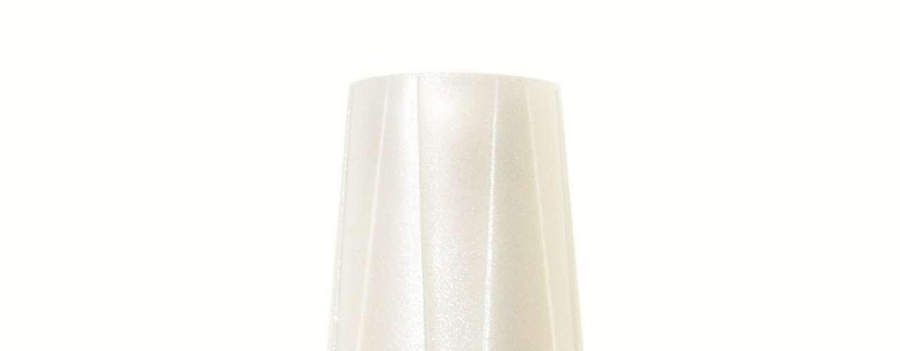Beatriz (Carolina Kasting) usa esmalte cinza da marca Risqué, cor Arábia. Preço: R$ 2,75; Informações: 0800-111145