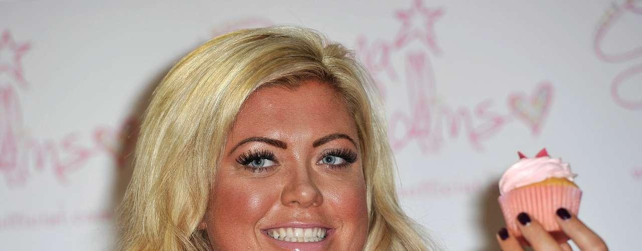 Gemma Collins, que ficou famosa após participar do reality show britânico The Only Way to Essex, não tem vergonha de mostrar suas curvas