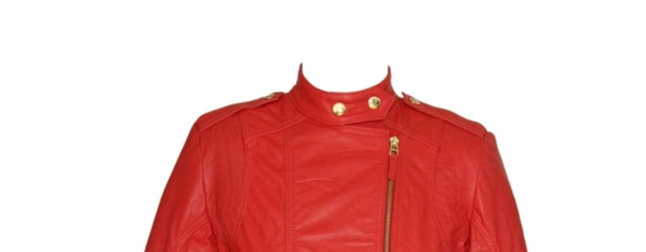 Jaqueta de couro vermelha Lança Perfume, R$1749,90. Serviço: 03001406900