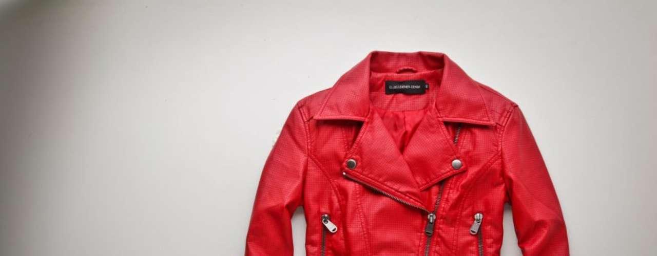 Jaqueta de couro vermelha Ellus, R$589,00. Serviço: Rua Oscar Freire, 990, São Paulo. 11 30612900. www.ellus.com