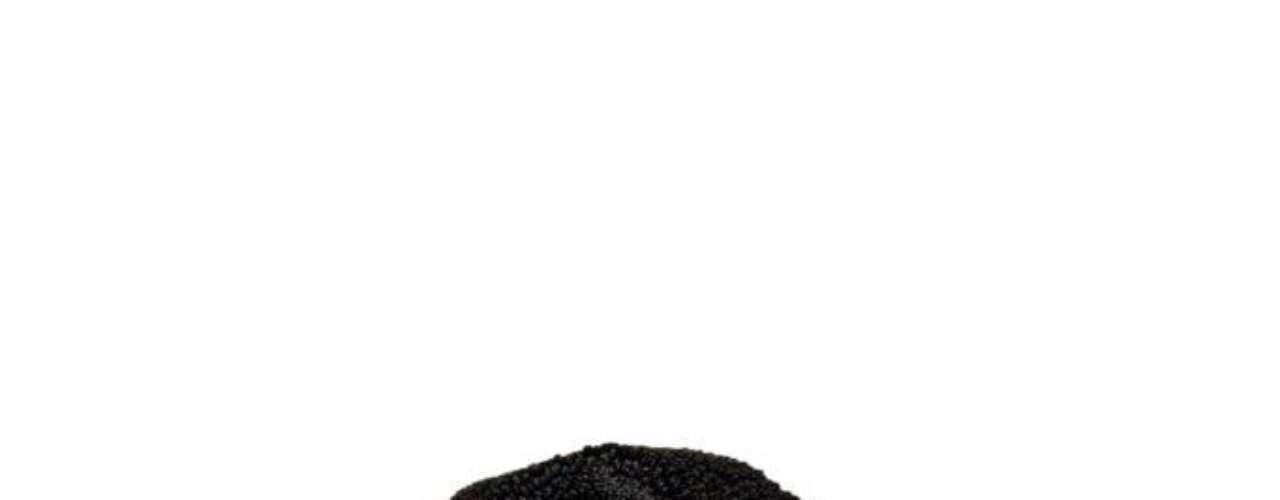 Jaqueta de couro preta com detalhes em outro tecido TNG, R$359,00. Serviço: 11 46899313