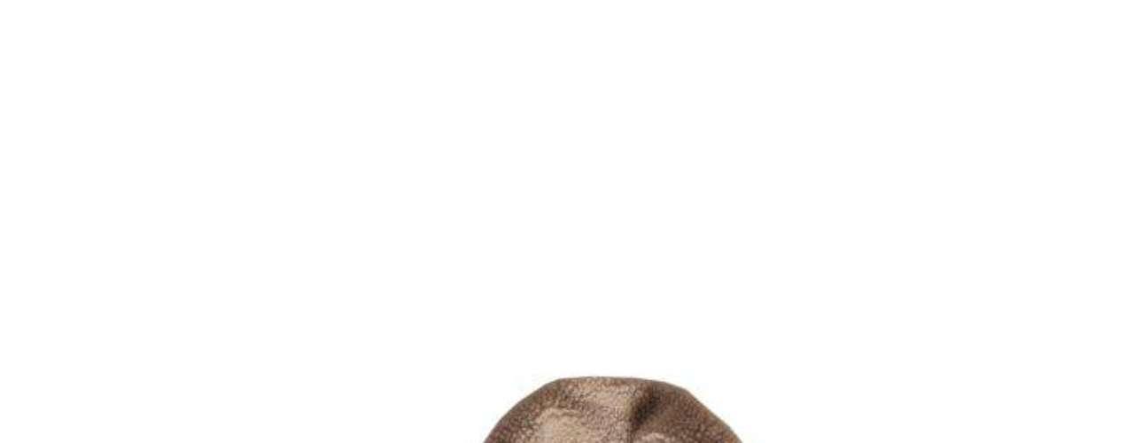 Jaqueta de couro preta com gola em outro tecido TNG, R$359,00. Serviço: 11 46899313