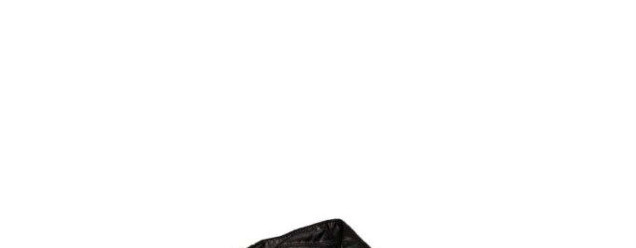 Jaqueta de couro preta com tachas TNG, R$399,00. Serviço: 11 46899313