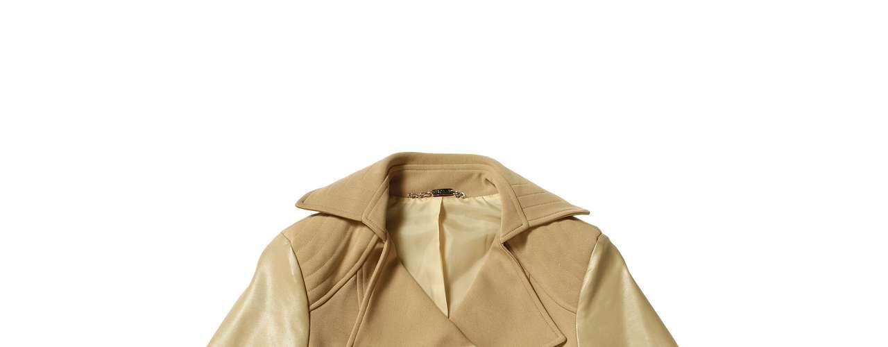 Jaqueta com mangas de couro Sacada, R$313,00. Serviço: www.sacada.com