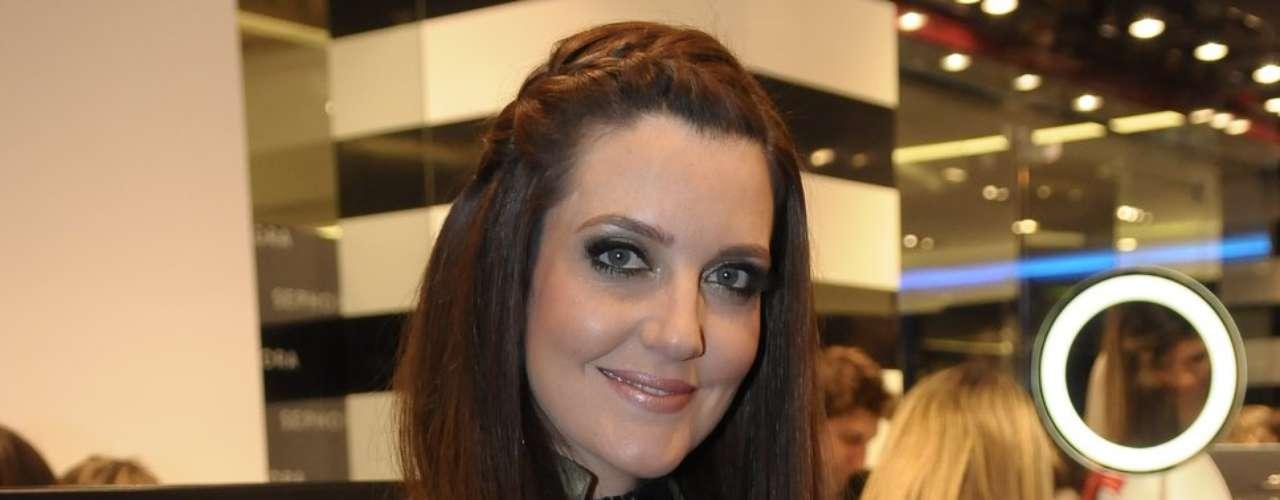Larissa Maciel foi uma das famosas que esteve na inaguração da Sephora no shopping JK, em São Paulo, na quinta-feira (12)