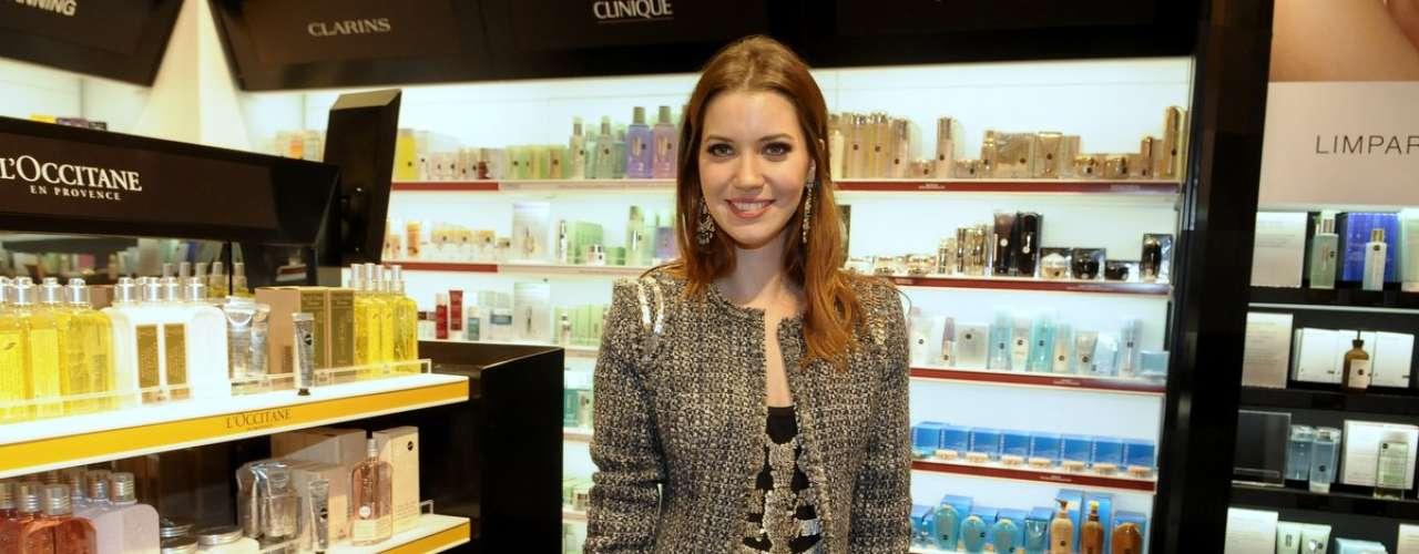 Nathalia Dill conferiu as novidades da primeira loja Sephora do Brasil