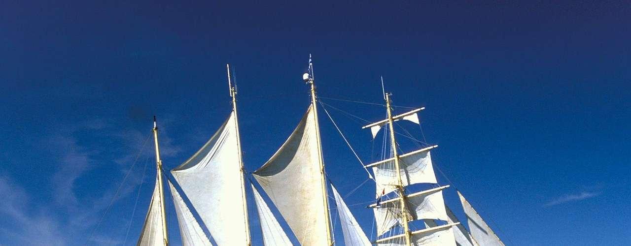 Star Flyer: Best of The Baltic: no verão europeu de 2013, nudistas podem conhecer o melhor do mar Báltico a bordo do luxuoso navio Star Flyer. Com capacidade para 170 passageiros, o navio fará uma viagem de 10 dias entre 15 e 25 de junho, saindo de Estocolmo e passando por Estônia, Rússia e Finlândia, antes de voltar para a capital sueca