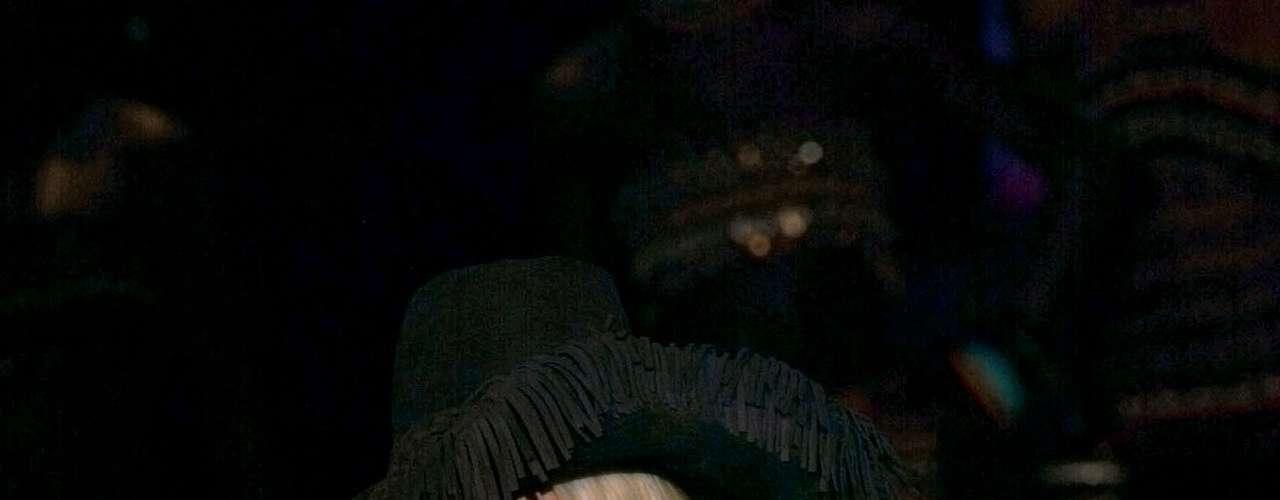 Saharienne: o corte é quadrado, com detalhes de bolsos e cordões que lembram os trajes usados na savana africana. Pode ser considerada uma versão feminina do uniforme dos soldados ingleses. O modelo ganhou destaque depois que YSL lançou sua versão, em 1968. Claudia Schiffer foi responsável por desfilar com o modelo de YSL na apresentação de alta-costura da grife em 2002