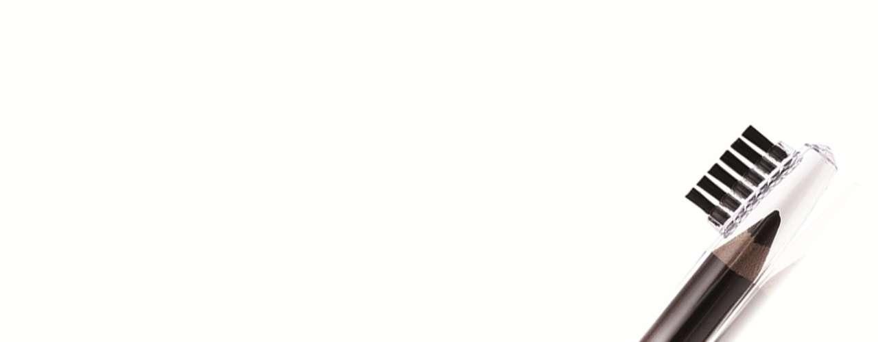 O lápis marrom com esfumador, da Lumi Cosméticos, sai por R$ 18,20. Informações: (11) 3246-4664