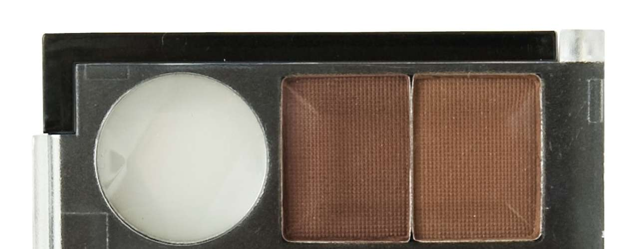 A NYX sugere o kit Eyebrow Cake Powder, que vem com cera para fixar as sobrancelhas, dois tons marrons de sombras, pincel chanfrado e uma escovinha para esfumar. Preço: R$ 49. Informações: (11) 5052-9855