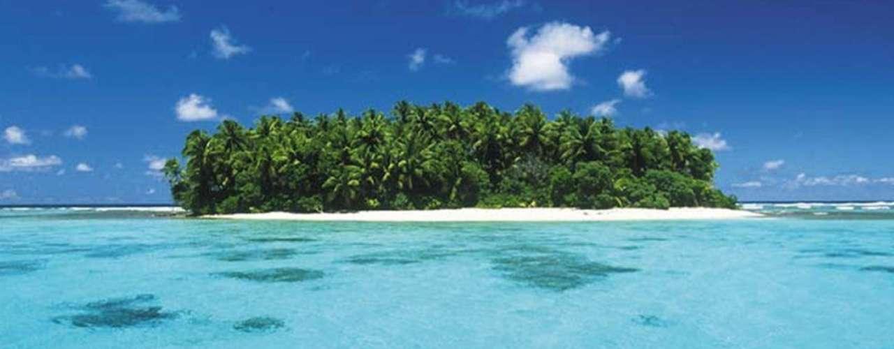 Ilhas Marshall: pequeno país da Micronésia, com apenas 181 km² formados por atóis de coral e ilhas vulcânicas, as Ilhas Marshall ficaram conhecidas por terem sido usadas como palco de testes nucleares americanos durante as décadas de 1960 e 1970. Hoje, a radioatividade desapareceu e este maravilhoso paraíso natural e suas belas praias são visitadas por turistas e praticantes de mergulho, que encontram fantásticos pontos com corais e peixes coloridos, além de numerosos vestígios de naufrágios da Segunda Guerra Mundial