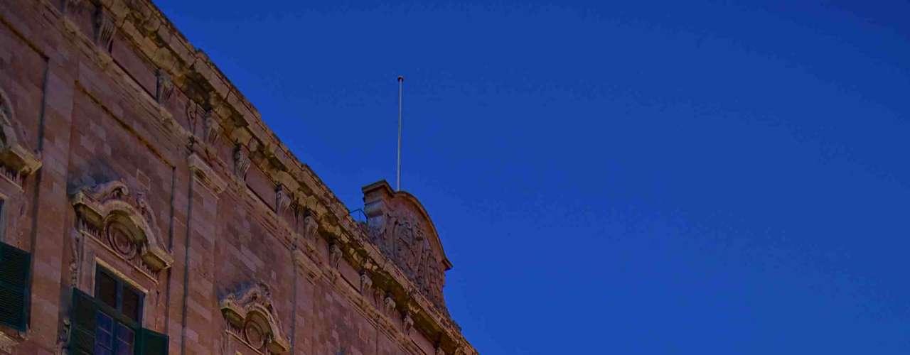 Malta: situada no Mediterrâneo, entre a Itália e a África, o arquipélago de Malta tem uma área terrestre de 316 km² com belas praias espalhadas em oito ilhas, quatro delas habitadas. Malta, Comino e Gozo são as mais famosas, e são um excelente destino para curtir dias de sol no verão da Europa