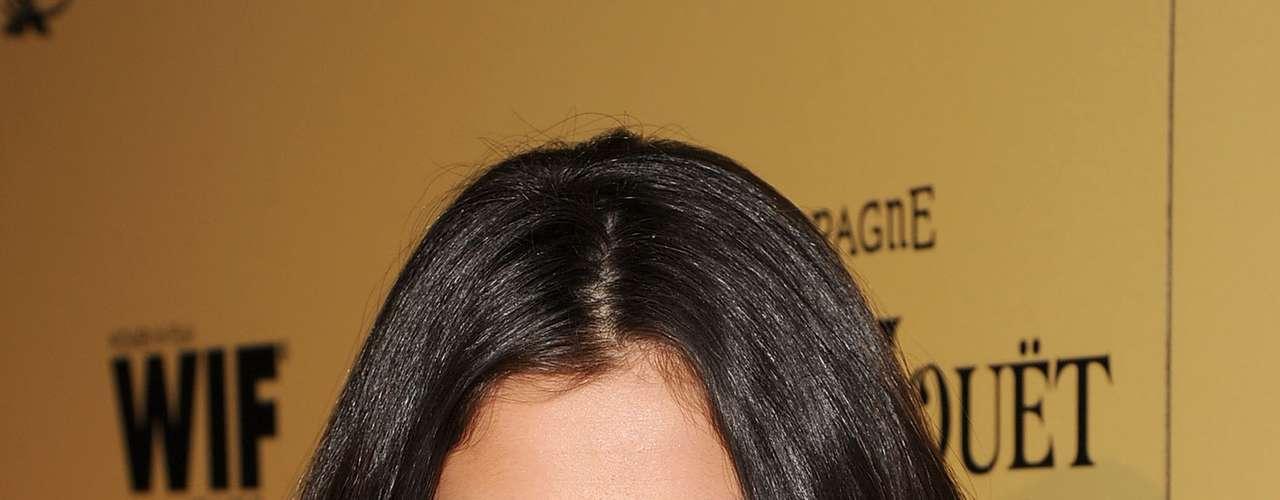 Por ter a pele naturalmente seca, Selena não descuida do rosto passando hidratante todos os dias