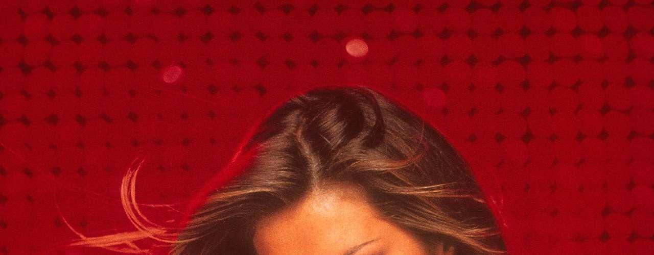 Em 2000, a top brasileira Gisele Bündchen foi destaque da Victoria's Secret usando o modelo Red Hot Fantasy, cravejado de pedras preciosas, que custava quase 15 milhões de dólares. A peça entrou para o Livro dos Recordes como o mais extravagante e caro item de lingerie já criado