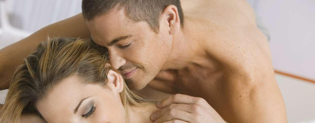 Mulheres buscam prazer na relação, mas também não dispensam o conforto. Livia abre mão do contorcionismo para não perder o foco na hora H. \