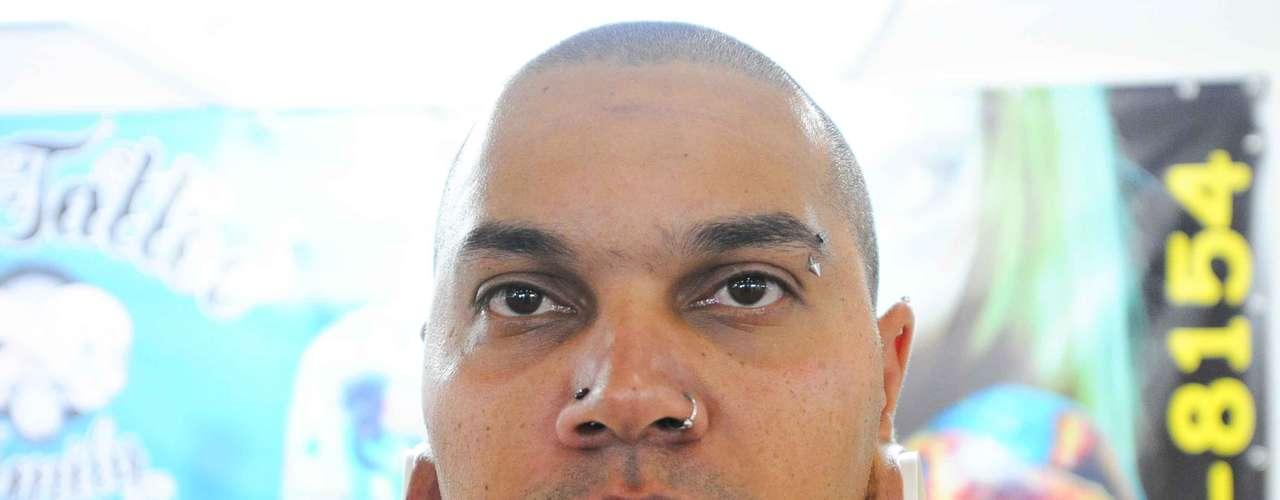 Body Piercings renomados também estão no evento. Bob Tattoo estava lá
