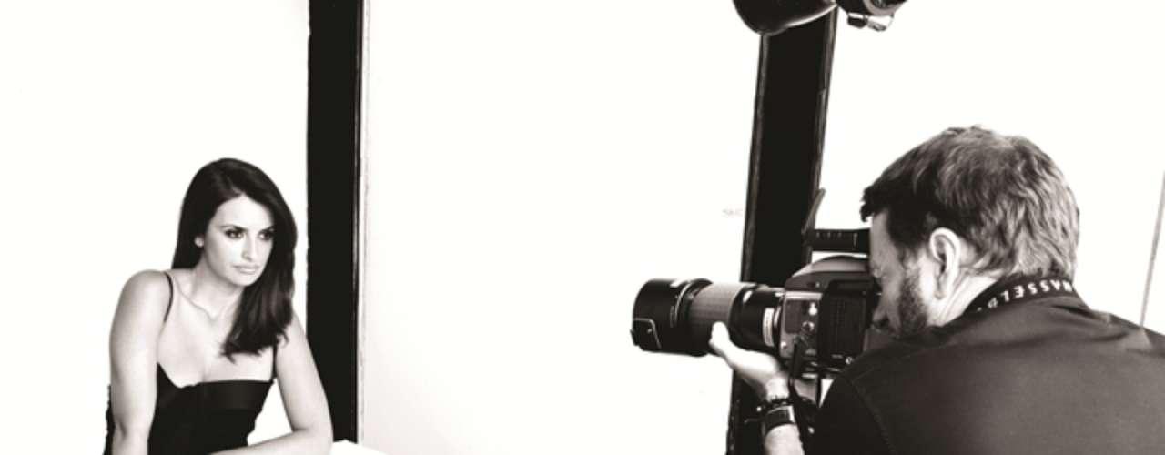A Le Lis Blanc Beauté, marca de cosméticos da marca brasileira de roupas femininas Le Lis Blanc, acaba de anunciar o rosto de sua 1a campanha: a atriz espanhola Penélope Cruz. O ensaio foi produzido no Pier 59 Studios, em NYC, com o fotógrafo Kenneth Willardt