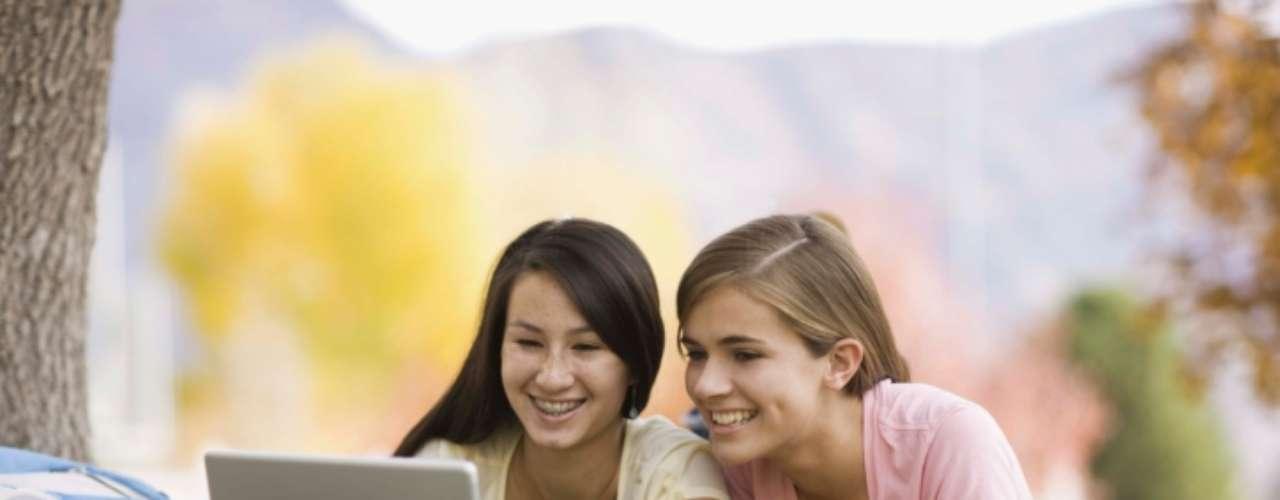 Quer o que você tem: você sempre vê que uma amiga está adicionando um monte de outros amigos seus no Facebook? Isto acontece depois de apenas ela dizer oi para o seu amigo uma vez na vida? Parece que alguém está com ciúmes de sua popularidade e quer todos os seus amigos