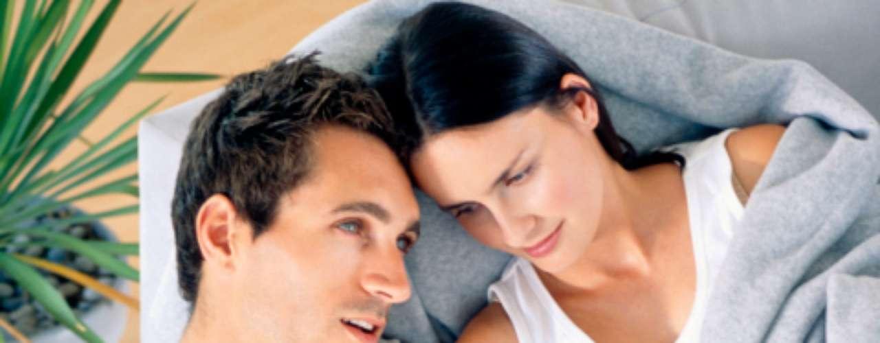 Conversar com o outro: em qualquer relação, a chave de um relacionamento de sucesso é a comunicação. Converse sobre seu dia, sobre algo que leu ou assistiu e até mesmo sobre um fabuloso cappuccino que tomou à tarde. Isso aproxima as pessoas
