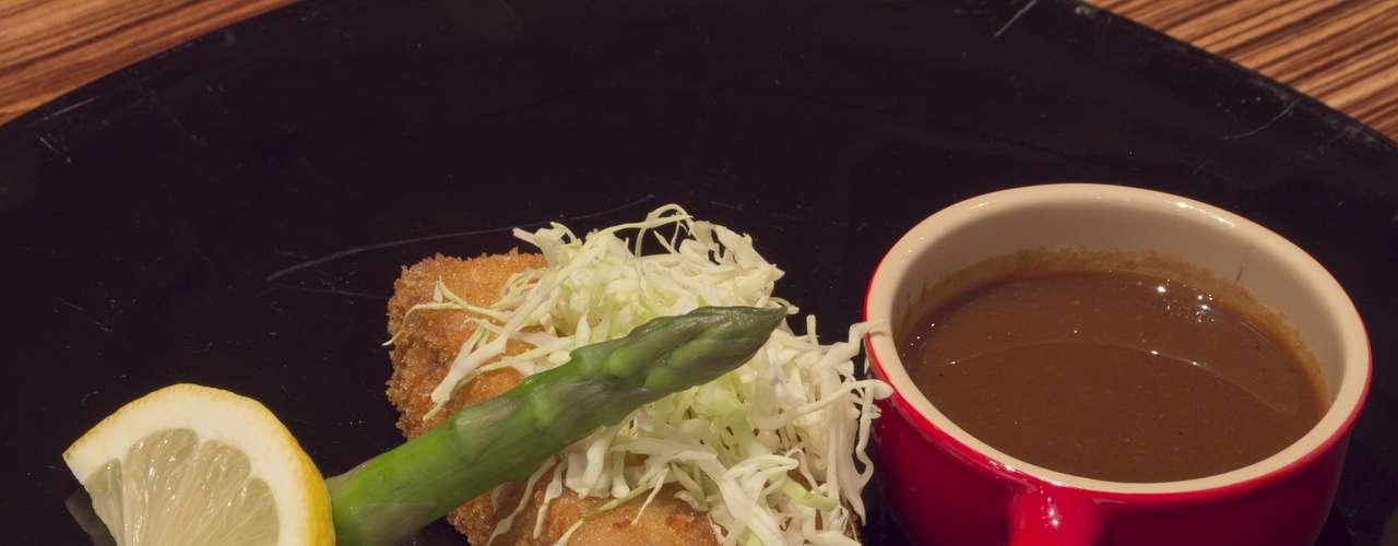 O último prato apresentado foi o Tonkatsu aspara tomato (panceta de porco empanada com molho tonkatsu, aspargos e tomate). Murakami explica que a panceta fica quatro horas cozinhando, para eliminar todas as substâncias ruins. Em seguida, é empanada em farinha de rosca japonesa. \