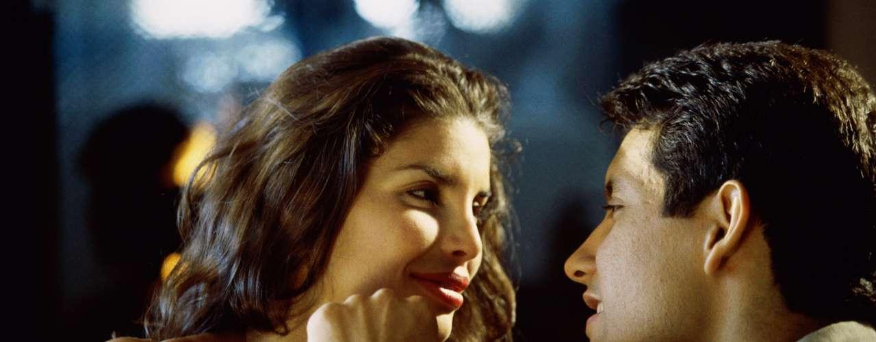 Lábios - Não repare apenas se os lábios das moças são bonitos e convidativos a beijos. Segundo o psicólogo Oliveira, se ela movê-los mesmo quando está em silêncio, parecendo balbuciar algumas palavras, é mais um ponto positivo