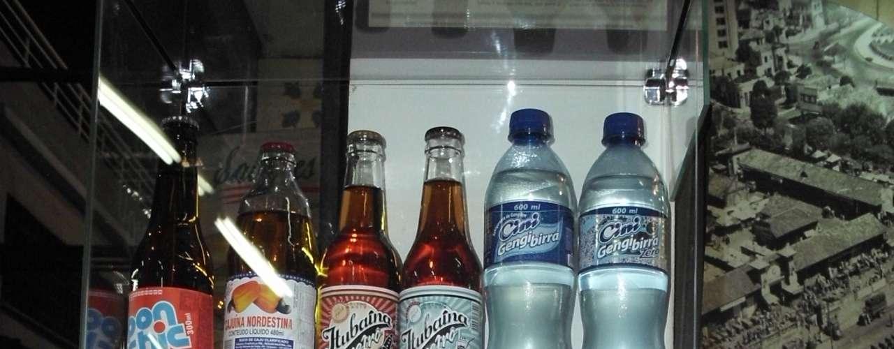 Uma gama de refrigerantes e bebidas de várias partes do Brasil fazem parte do cardápio