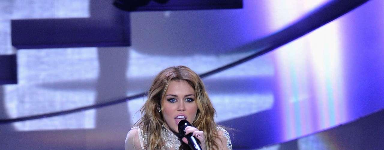 Dança: Miley é mesmo uma \