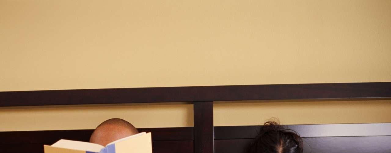 A educação pode influenciar no orgasmo - Um estudo realizado na Alemanha sugere que quanto mais educação tiver a mulher menor são as chances de ela chegar ao orgasmo. A pesquisa, realizada com 2 mil mulheres com idades entre 18 e 49 anos, indica que 62% das entrevistadas possuíam ensino superior afirmaram que tinham problemas frequentes para chegar ao orgasmo, enquanto apenas 38% das mulheres com menos educação relataram o mesmo problema. Para os pesquisadores a possível explicação para esse fenômeno é a diferença entre os perfis, pois as mulheres que estudaram mais geralmente possuem mais responsabilidades e consequentemente estresse, o que leva a esse maior bloqueio sexual