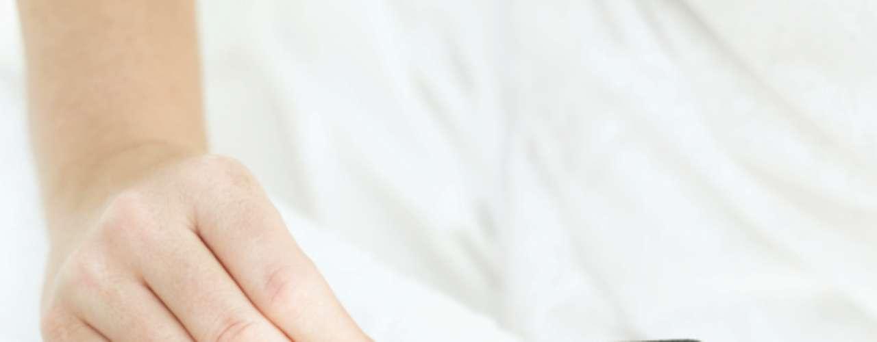Lixe as unhas: invista em uma lixa de unha boa. \