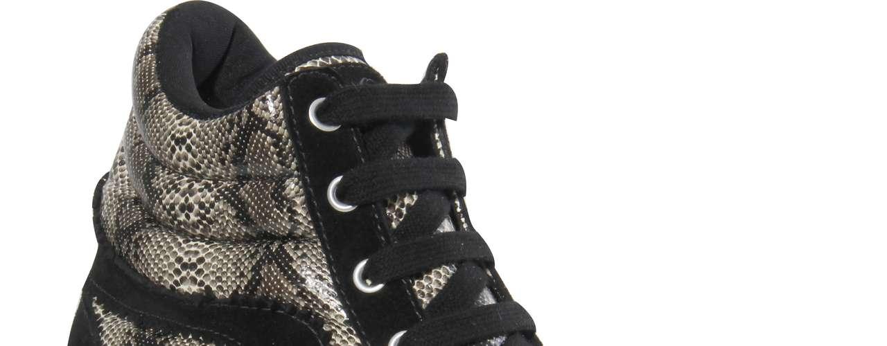 A Coca-Cola Shoes conta com 10 modelos de sneakers na coleção Primavera-Verão 2013. Modelo preto com animal print sai por R$ 259,90. SAC: (54) 3285-2600