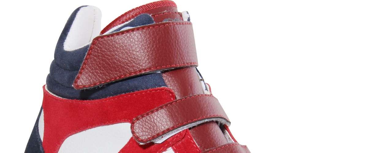 Modelo azul marinho, vermelho e branco da Coca-Cola Shoes sai por R$ 259,90. SAC: (54) 3285-2600
