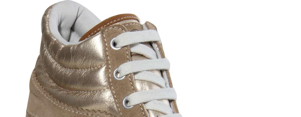 Este modelo dourado metalizado da Coca-Cola Shoes sai por R$ 259,90. SAC: (54) 3285-2600