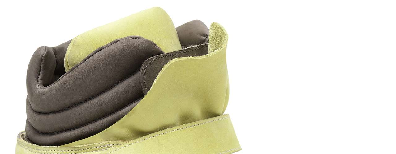 Sneaker Santa Lolla amarelo e cinza sai por R$ 269,90. SAC: (11) 3045-8504