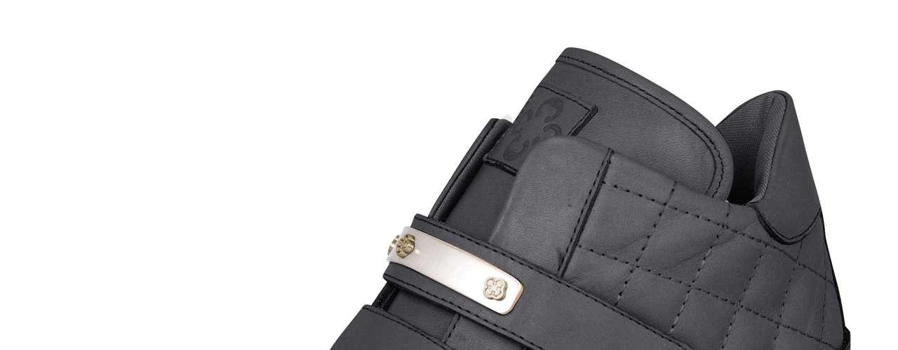 Sneaker Capodarte matelassê na cor preta sai por R$ 299,90. SAC: (11) 3086-3779