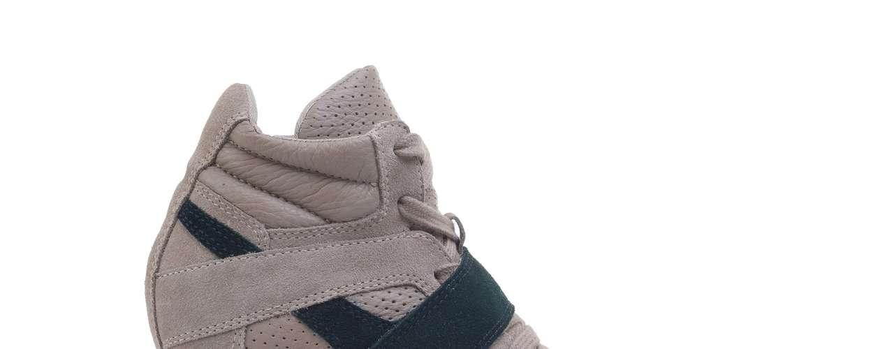 Sneaker mais básico em nude está à venda na C&A. Os preços variam de R$ 209,00 à R$ 249,00. Mais informações em www.cea.com.br