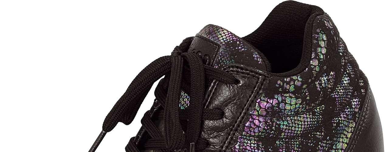 Este modelo de sneaker com cadarço conta com detalhes em furtacor. Sai por R$ 129,90. SAC: 0800 728 2010