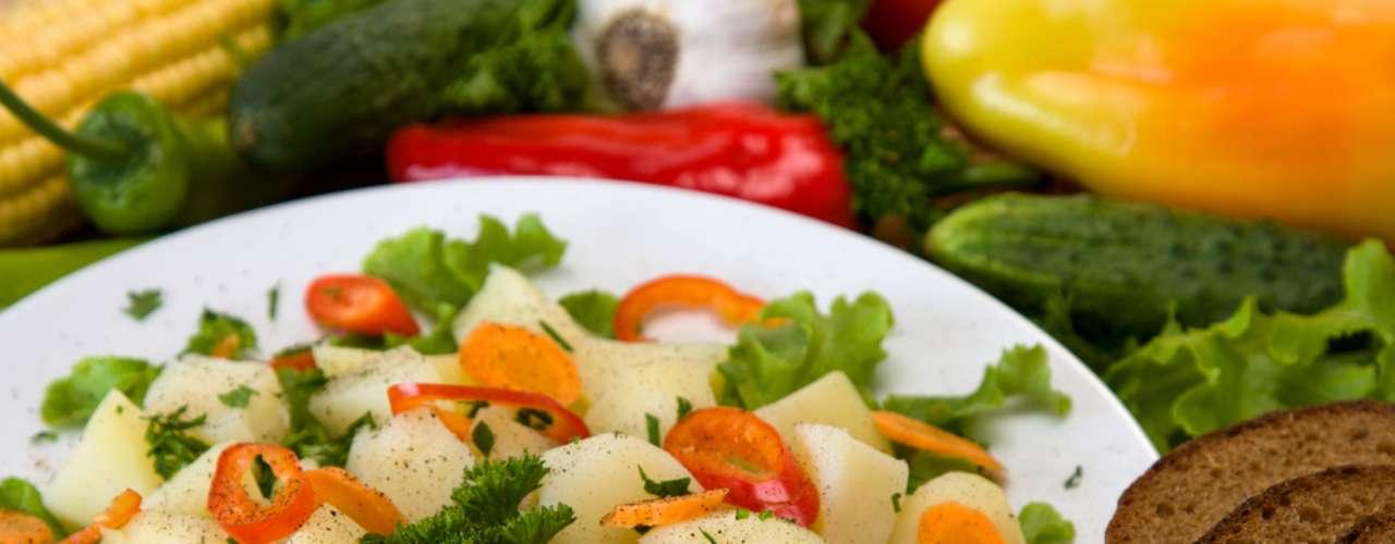 Dieta equilibrada pede o consumo diário de 55% de carboidratos, 25% de lipídios e 20% de proteínas