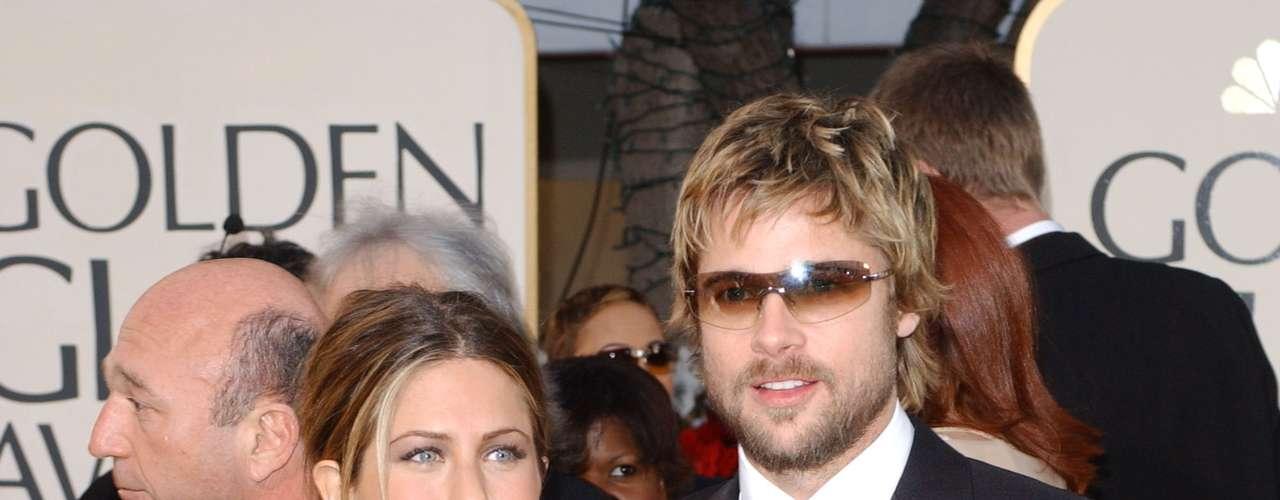 Jennifer Aniston e Brad Pitt estavam juntos desde 1998. Casaram-se em 2000 e, em 2005, o ator pediu o divórcio. Segundo os rumores, Angelina Jolie teria sido o motivo da separação
