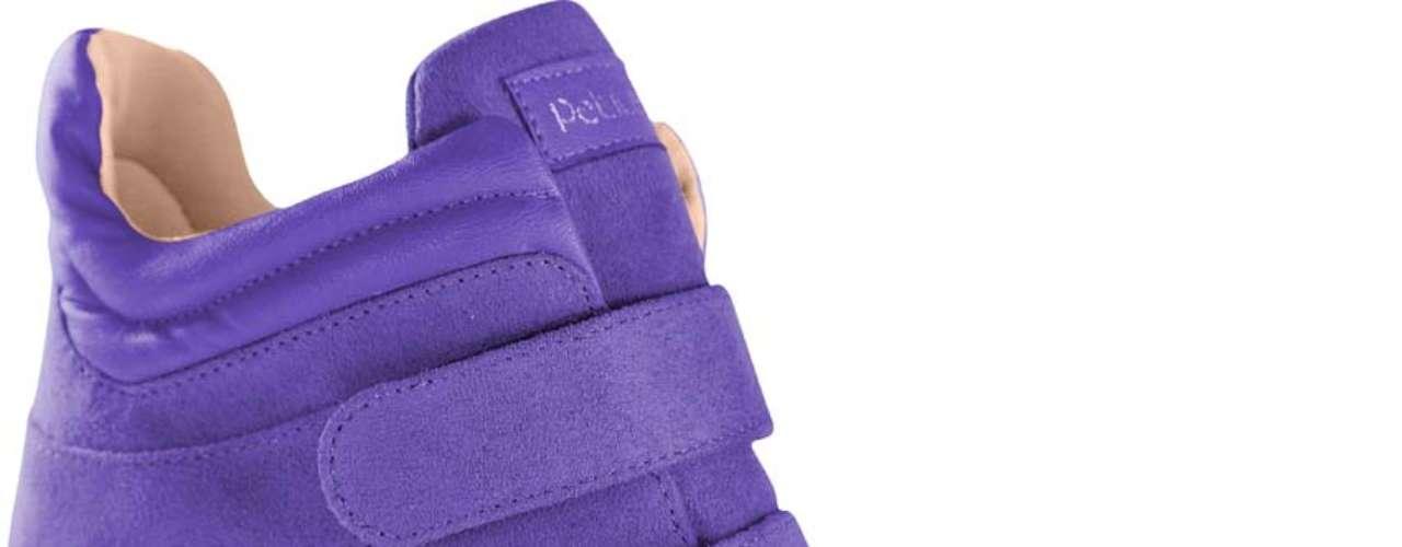 Este modelo de sneaker roxo Petite Jolie custa R$ 169,90. Mais informações no site www.petitejolie.com.br