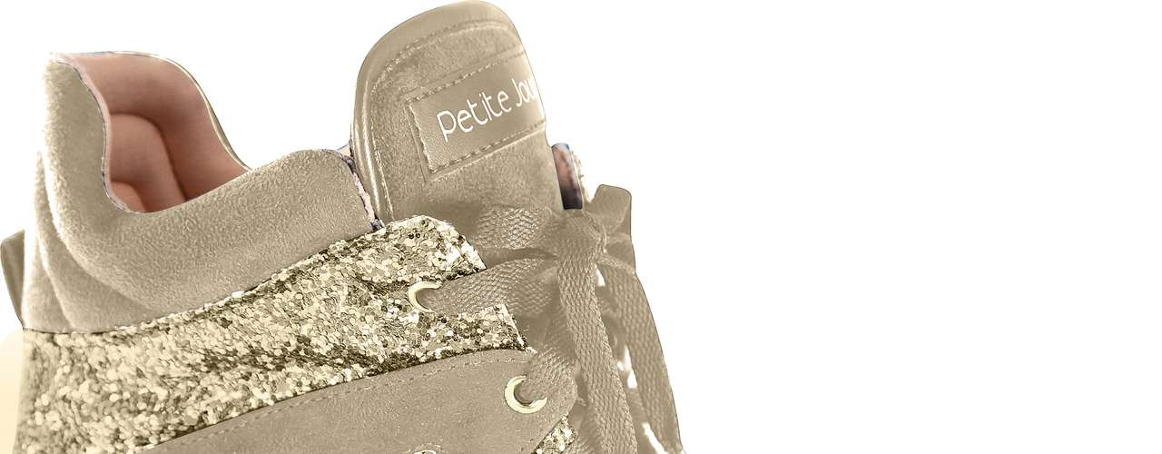 Sneaker Petite Jolie todo dourado com glitter sai por R$ 174,90 no site www.petitejolie.com.br